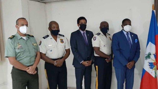 Un représentant du StateINL, le DG PNH et le ministre Vincent ont discuté de la lutte contre l'enlèvement