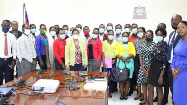25 étudiants bénéficient d'un programme de stage au MPCE
