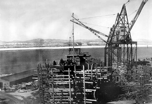 Building a corvette at Davie Shipbuilding in Lauzon, near Quebec City, April 1941.