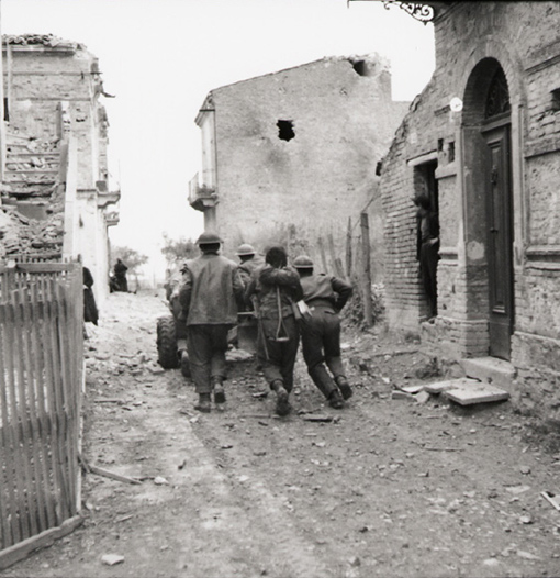 Canadian troops moving anti-tank gun into position during street fighting in Ortona, 21 December 1943.
