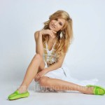Hong Kong fashion photographer shoes model wearing green pump
