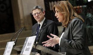 Susana Díaz y el presidente de la Generalitat valenciana atienden a los medios de comunicación tras la reunión. (Foto EFE)
