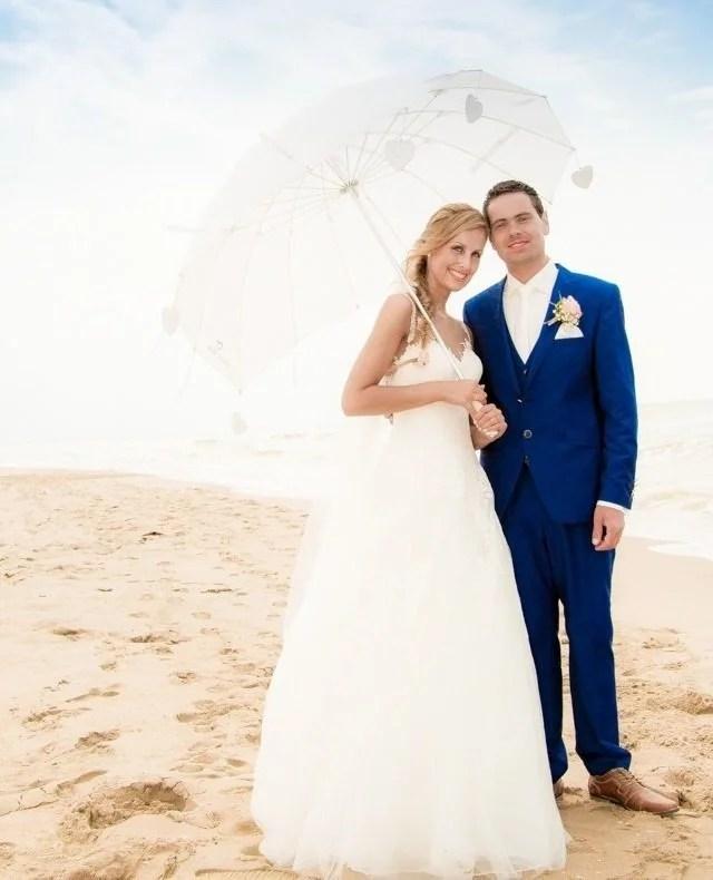 Trouwen aan het #strand. #Terugblik   #fotograaf #fotografie #trouwfotograaf #bruidsfotograaf #trouwfotografie #bruidsfotografie #verloofd #huwelijksfotograaf #ikgatrouwen #bruiloftsfotograaf #trouwinspiratie #trouwenin2021  #huwelijksfotografie #wijgaantrouwen  #trouwen #huwelijk #bruiloft #bruiloftinspiratie  #trouwen2021 #trouwleveranciers  #safethedate  #love #liefde #wedding #trouwbeurs