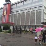 Hari Pertama Sekolah Tercoreng   Gerbang Sempat Digembok, Ratusan Siswa Diguyur Hujan