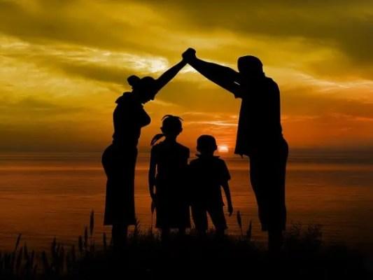 Contoh Teks Deskripsi Tentang Keluarga
