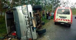 Kecelakaan Tunggal Mobil Elf Terbalik, Dua Orang Luka Serius