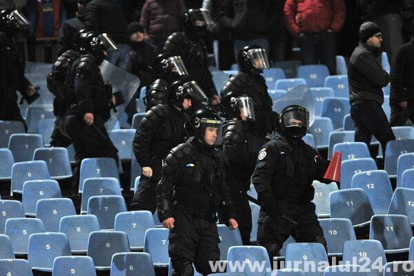 Peste 900 de jandarmi, mobilizaţi pentru ordinea publică la meciul România-Argentina