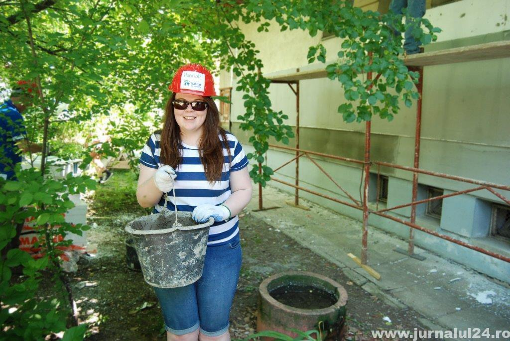 Hannah, voluntar pe santierul Habitat for Humanity Romania
