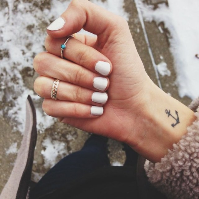 tatuaj femeie mic si dragut