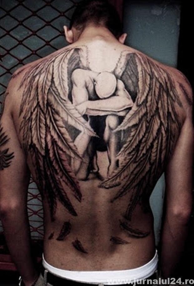tatuaj barbat
