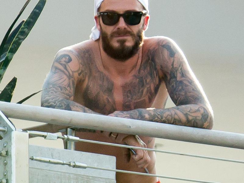 Foto: David Beckham la bustul gol în Miami, vezi tatuajele reuşite de pe corpul său