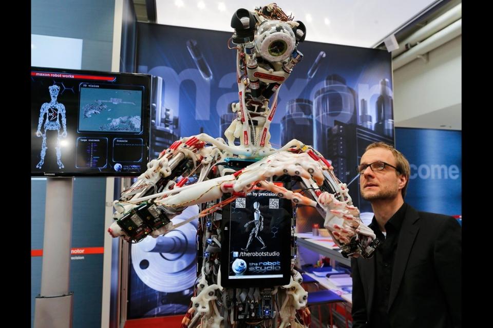 robotul ecce imagine