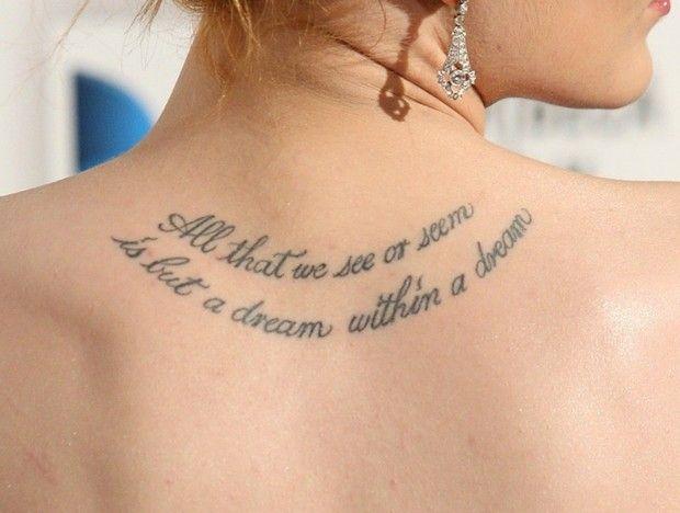 tatuaj sexi pe spate cu mesaj