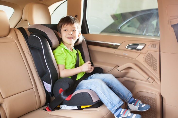 copil in scaun masina
