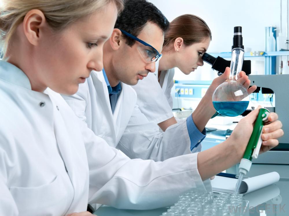 doctori in laborator