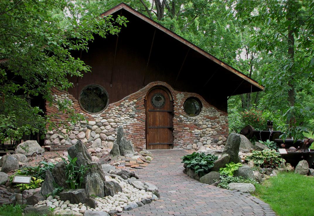 Resultado de imagem para Hobbit Houses by Stuart Grant