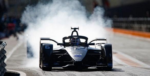 Brendan Hartley (NZL), GEOX Dragon, Penske EV-4, burn out in the pit lane