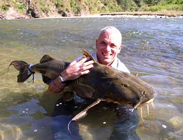 Jeremy Wade with a huge Goonch Catfish caught whilst filming Jungle Hooks India