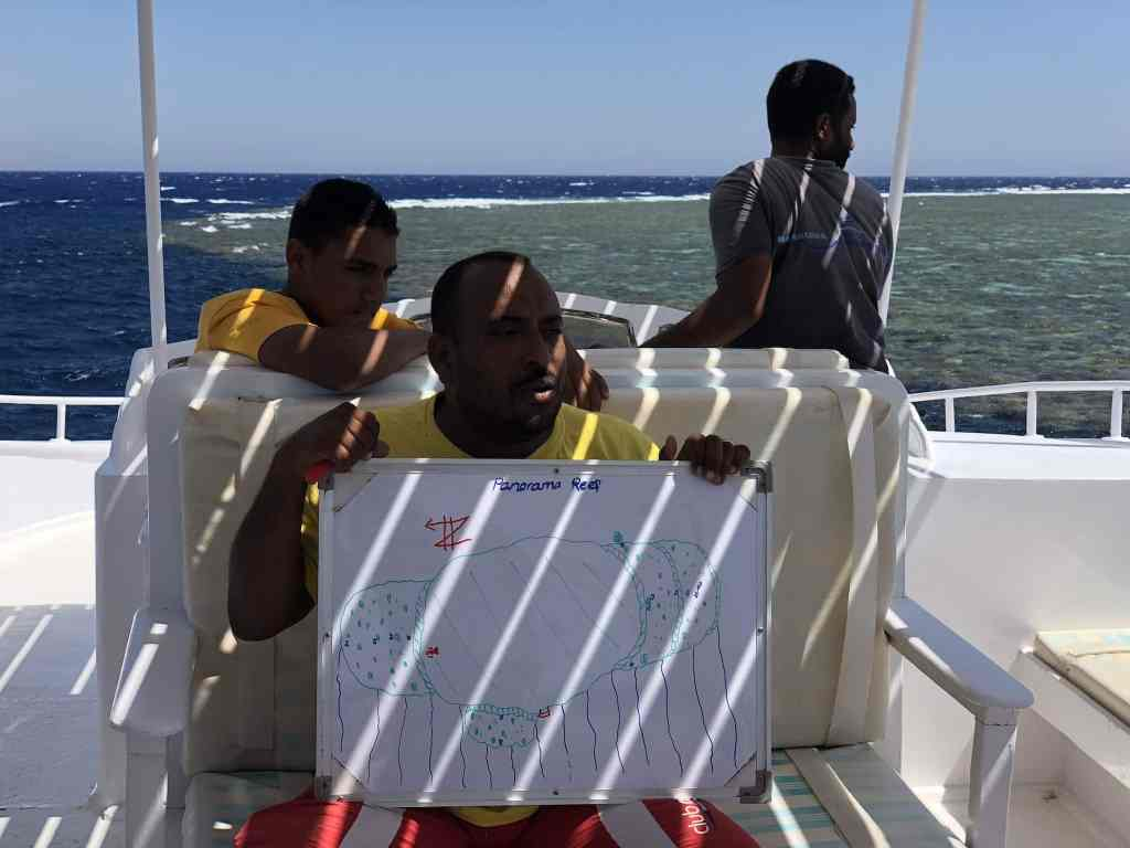 Reisebericht Safaga Briefing auf dem Boot: Gleich geht's Tauchen am Panorama Reef! Foto: Sascha Tegtmeyer