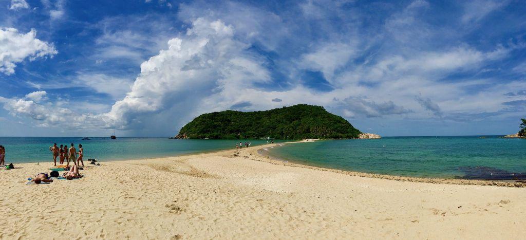 Mae Haad Beach: der spektakuläre Strand führt zu einer Halbinsel. Foto: Sascha Tegtmeyer