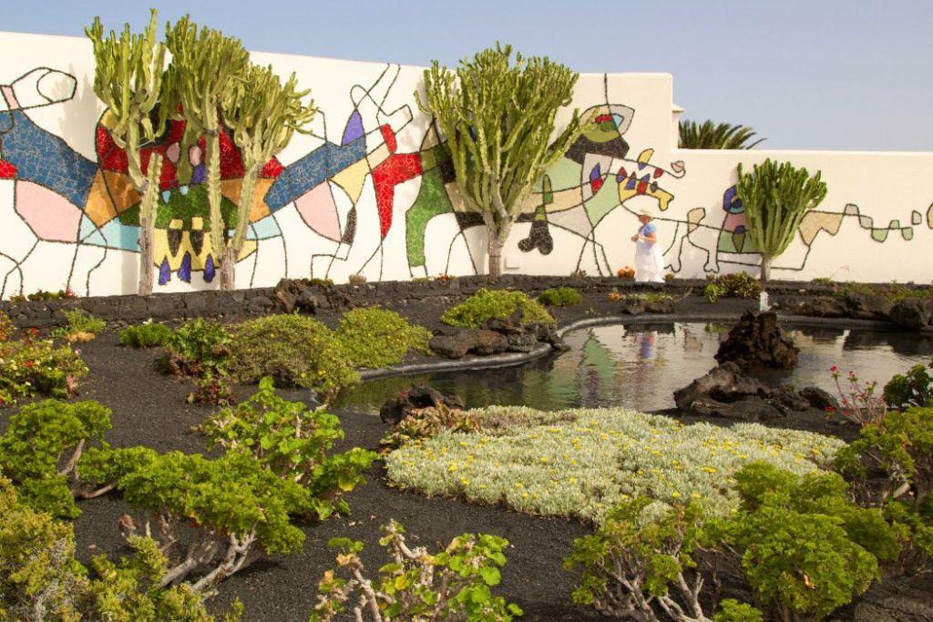 Fundacion Cesar Manrique: Das Wohnhaus des Künstlers verläuft teils überirdisch und teils unterirdisch in Lavablasen. Die Residenz zu erforschen ist ein kleines Abenteuer! Foto: S. Tegtmeyer