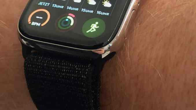 Bestseller: Das Apple Watch Sport Loop in Schwarz ist häufig ausverkauft und sieht auch an der Apple Watch Series 4 verdammt gut aus. Foto: Sascha Tegtmeyer