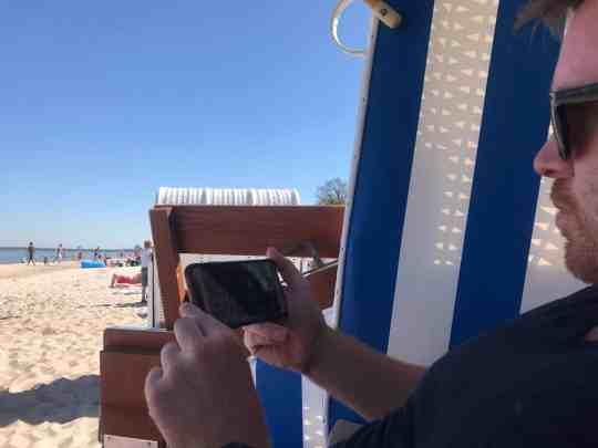 Mit der Smartfrog IP-Cam hat man sogar vom Strand aus Zuhause alles im Blick. Foto: Luisa Praetorius