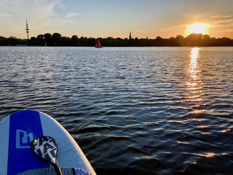 Stand Up Paddling lernen auf der Hamburger Alster: Unserer Meinung nach der perfekte See! Foto: Sascha Tegtmeyer