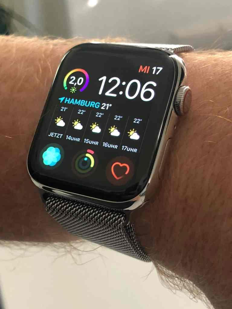Besonders mit dem Milanaise Armband macht die neue Apple Watch Series 4 Edelstahl Silber richtig was her. Foto: Sascha Tegtmeyer