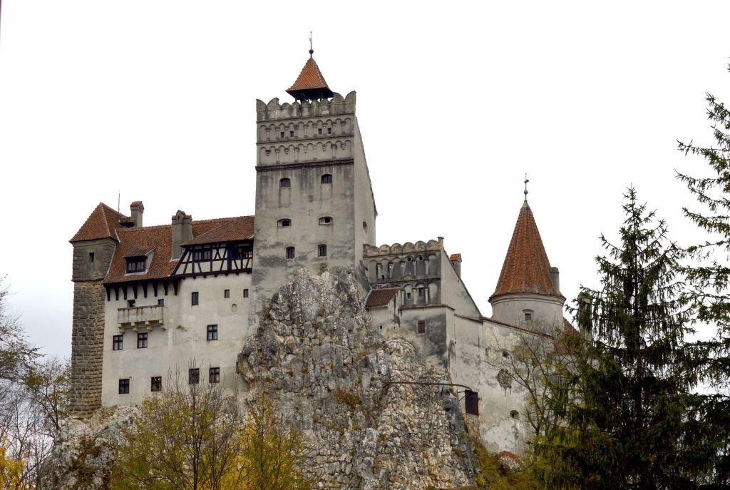 Draculaschloss Bran: die historische Stätte darf auf einer Rumänien-Rundreise natürlich auch nicht fehlen. Foto: Pixabay
