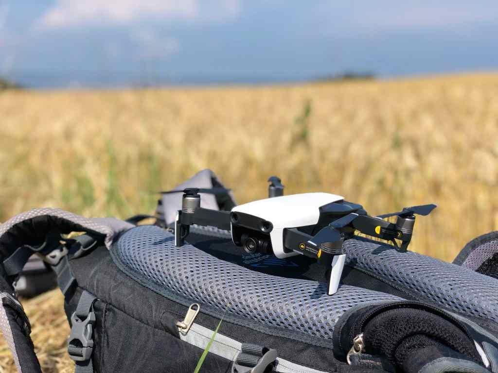 Startklar und bereit zum Abheben: grundsätzlich ist das Drohne fliegen gemäß der deutschen Drohnenverordnung von 2017 erlaubt – es gibt jedoch viele Einschränkungen. Foto: Sascha Tegtmeyer