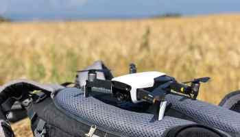 Startklar und bereit zum Abheben: grundsätzlich ist das Drohne gemäß der deutschen Drohnenverordnung von 2017 erlaubt – es gibt jedoch viele Einschränkungen. Foto: Sascha Tegtmeyer
