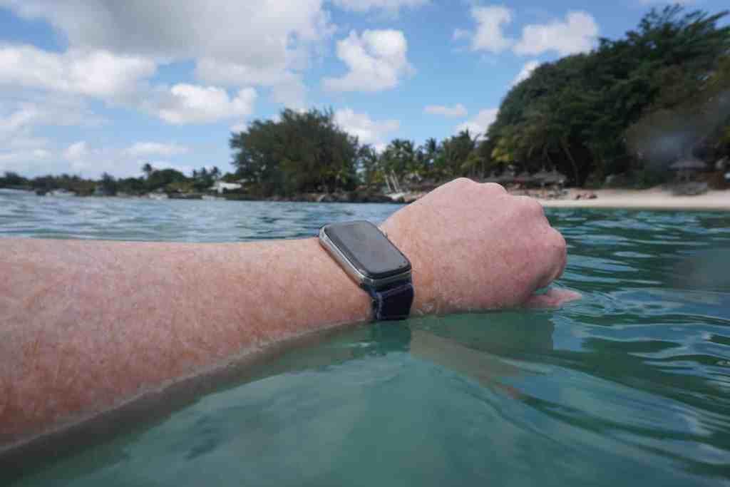 Mit der Apple Watch Series 5 beim Schnorcheln: Die Outdoor-Smartwatch hält Salzwasser, Sonne, Wärme und Co problemlos aus. Foto: Sascha Tegtmeyer