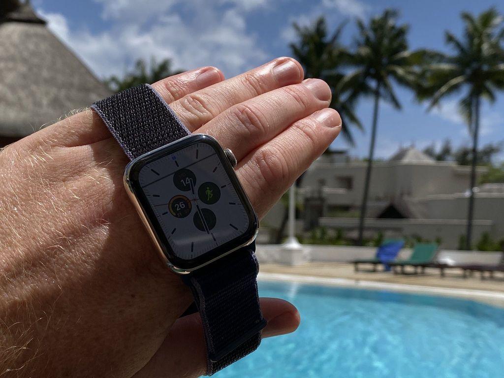 In Kombination mit den neuen Apple Watch Sport Loops ist die Apple Watch Series 5 eine schmucke Sportuhr – die sich individuell mit unterschiedlichen Gehäusen und Armbändern zusammenstellen lässt. Foto: Sascha Tegtmeyer