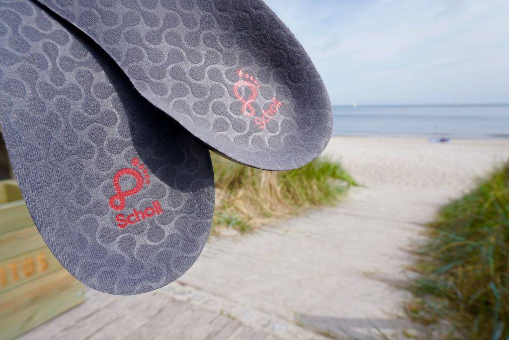 In Sekunden in den Schuh gelegt und einsatzbereit: die Scholl In Balance 3/4 Einlagen. Foto: Sascha Tegtmeyer