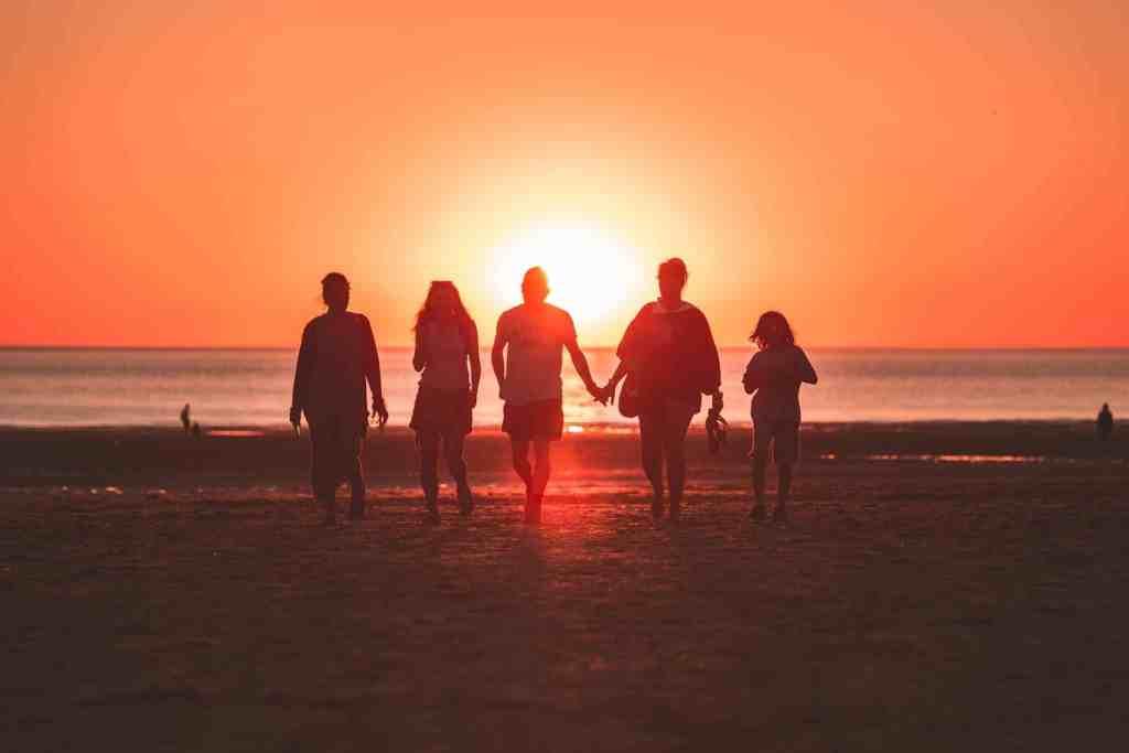 Die schönste Zeit des Jahres für die ganze Familie: Mit unseren Familienurlaub Tipps könnt Ihr die Ferien entspannt genießen. Foto: Unsplash