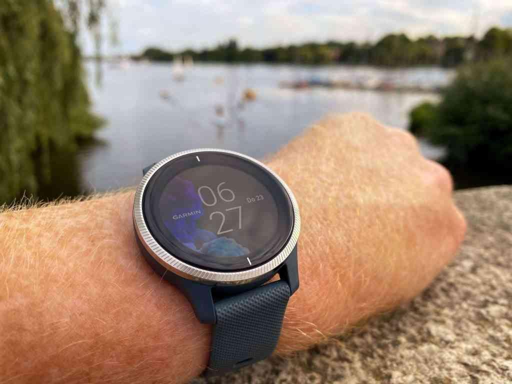 Garmin Venu Testbericht: Eine runde Sache – Über die Sport-Smartwatch gibt es wirklich nicht viel zu meckern. Foto: Sascha Tegtmeyer