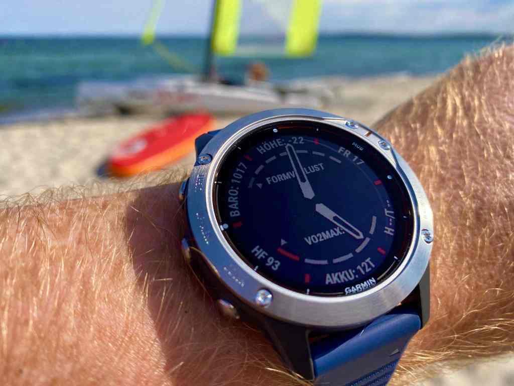 Die Garmin Quatix 6 ist ideal für Segler und Wassersportler, aber auch ein starkes Statement für alle, die das Meer und den maritimen Lebensstil leben. Foto: Sascha Tegtmeyer