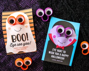 """Eye Love Halloween"" Eyeball Finger Puppet Ring Halloween Gift Idea"