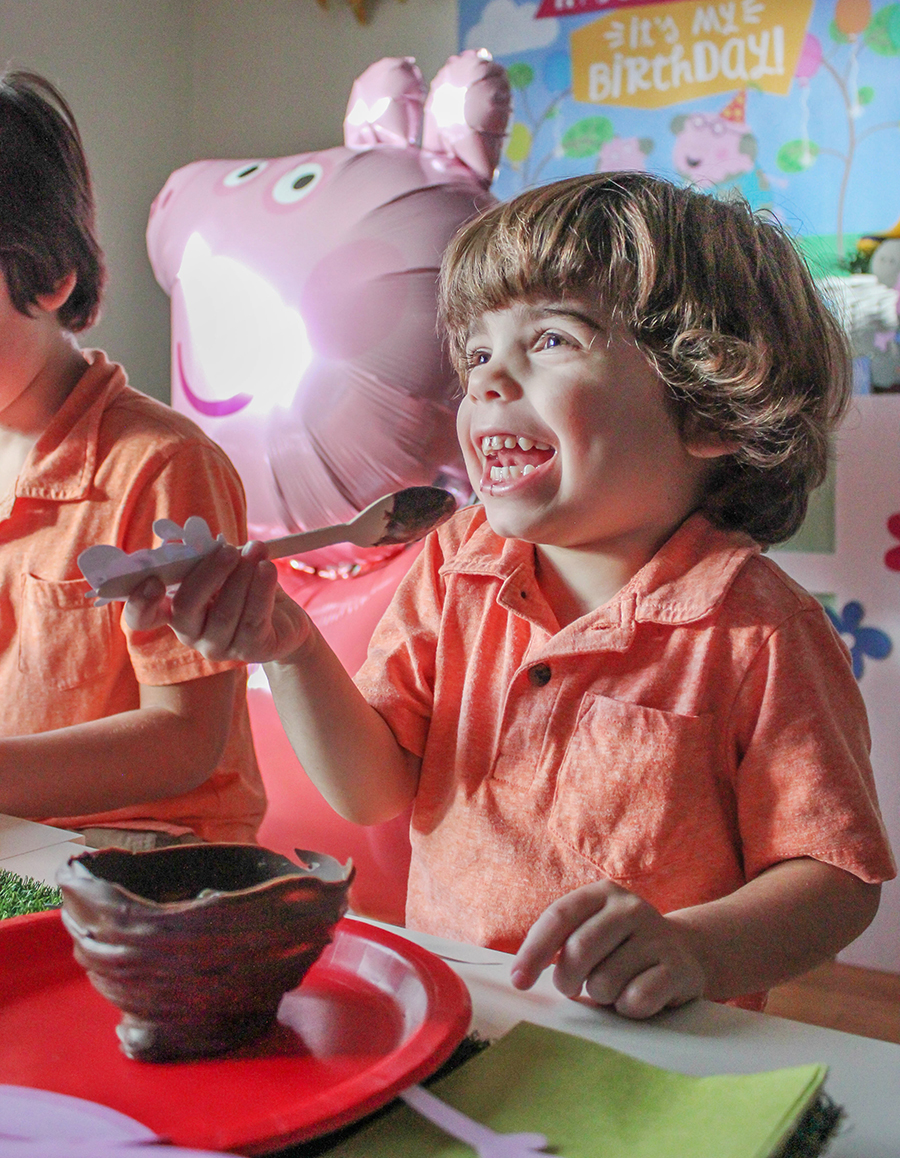 Peppa Pig Party, Peppa Pig, Peppa Pig free printables, Menchie's Frozen Yogurt, Nick Jr., muddy puddles, fro-yo cake, brand partnership, free printables, Just Add Confetti, party blogger, Peppa Pig yellow house favor box, green hill rice krispies treats, creative kids parties, rainbow balloon arch,
