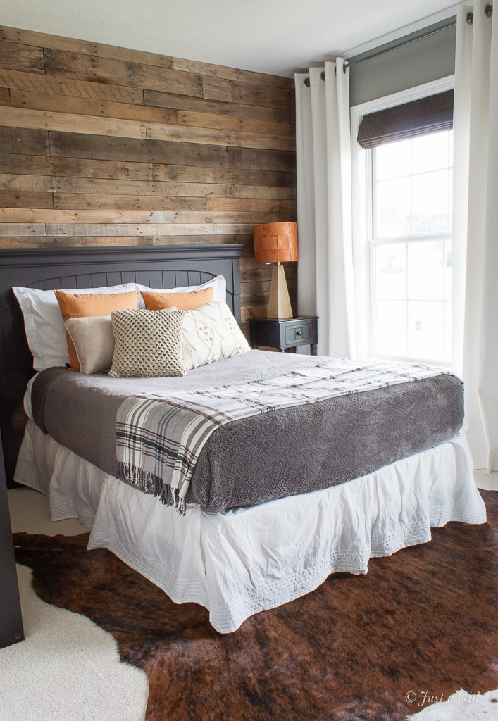 How to Install a Pallet Wall {Part 1} | Just a Girl Blog on Pallet Bedroom  id=24717