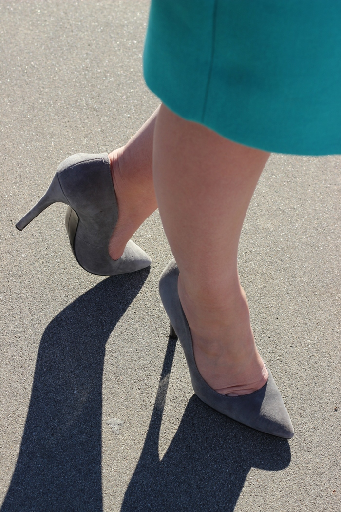 Nine West Gray Suede Pumps