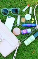 Spring Beauty Look: What's in My Purse
