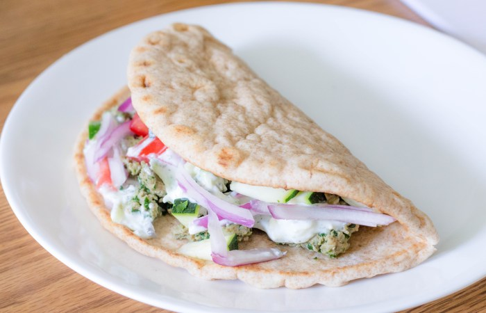Greek Turkey Pitas with Yogurt Sauce: An Easy Supper Recipe