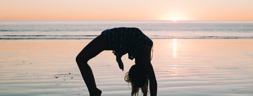 beach-yoga-sunset