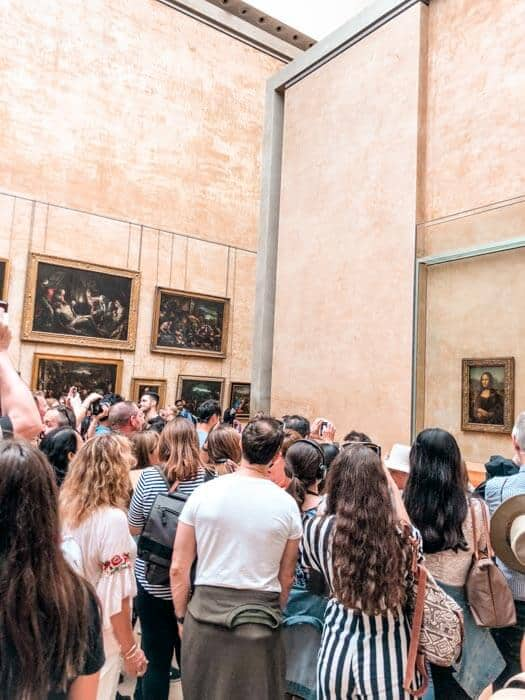 The crowd around Mona Lisa in the Lourve