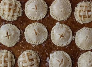 The Flakiest Apple Pie Cookies