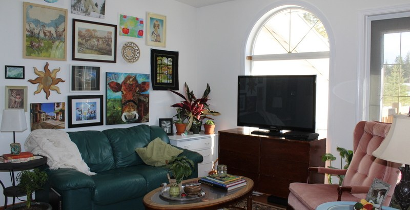 It's amazing what a little paint and some furniture rearranging did for this living room!