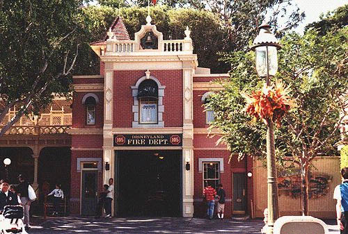 https://i1.wp.com/www.justdisney.com/images/Disneyland/Main_Street/firestation.jpg