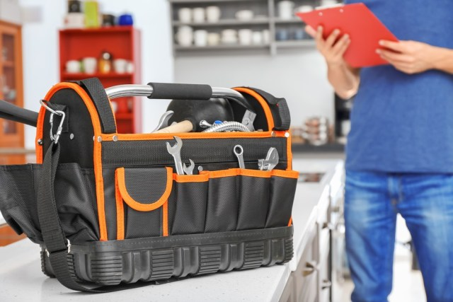 What is a Tool Bag and why is it the Best to Carry Tools?
